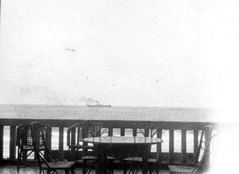 """קטה דנילביץ מבט לים מכיוון מרפסת בית המלון של קטה בבית סבוראי ת""""א 1931"""